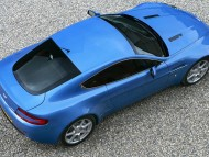 AM Vantage V8 blue top / Aston Martin