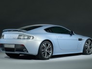 blue vantage V12 back / Aston Martin