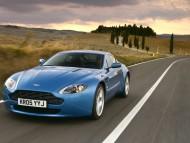 AM Vantage V blue front / Aston Martin
