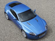 AM Vantage V8 blue top / Aston Martin