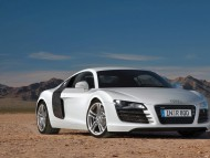 R8 white coupe / Audi