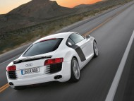 R8 white coupe back / Audi