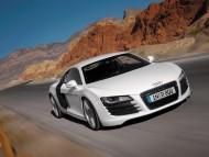 R8 white coupe / Audi