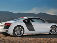R8 white coupe side / Audi