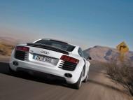 R8 white coupe back / Audi