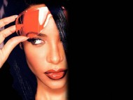 Aaliyah / Celebrities Female