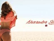 Alexandra Stan / Celebrities Female