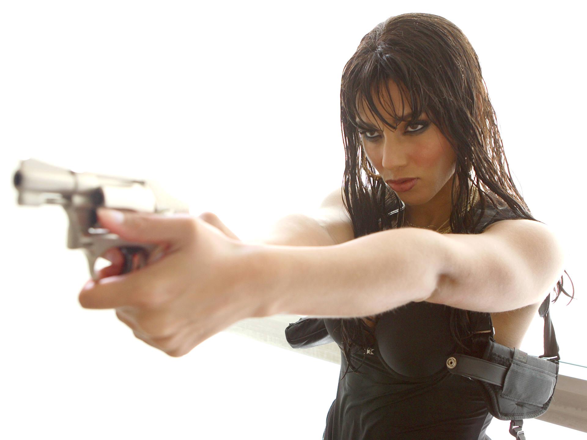 Фото девушек с оружием в руках 17 фотография