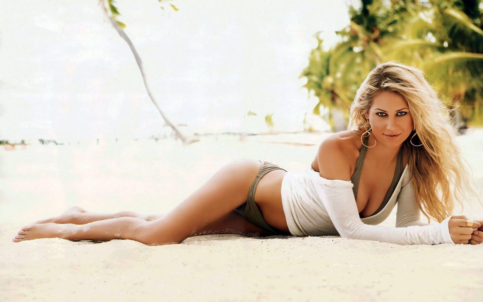 Download High quality Anna Kournikova wallpaper / Celebrities Female / 1680x1050