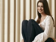 Download Anne Hathaway / Celebrities Female