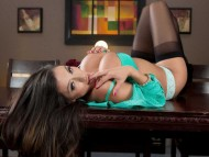 Ariella Ferrera  / Celebrities Female