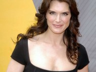 Deep cleavage / Brooke Shields