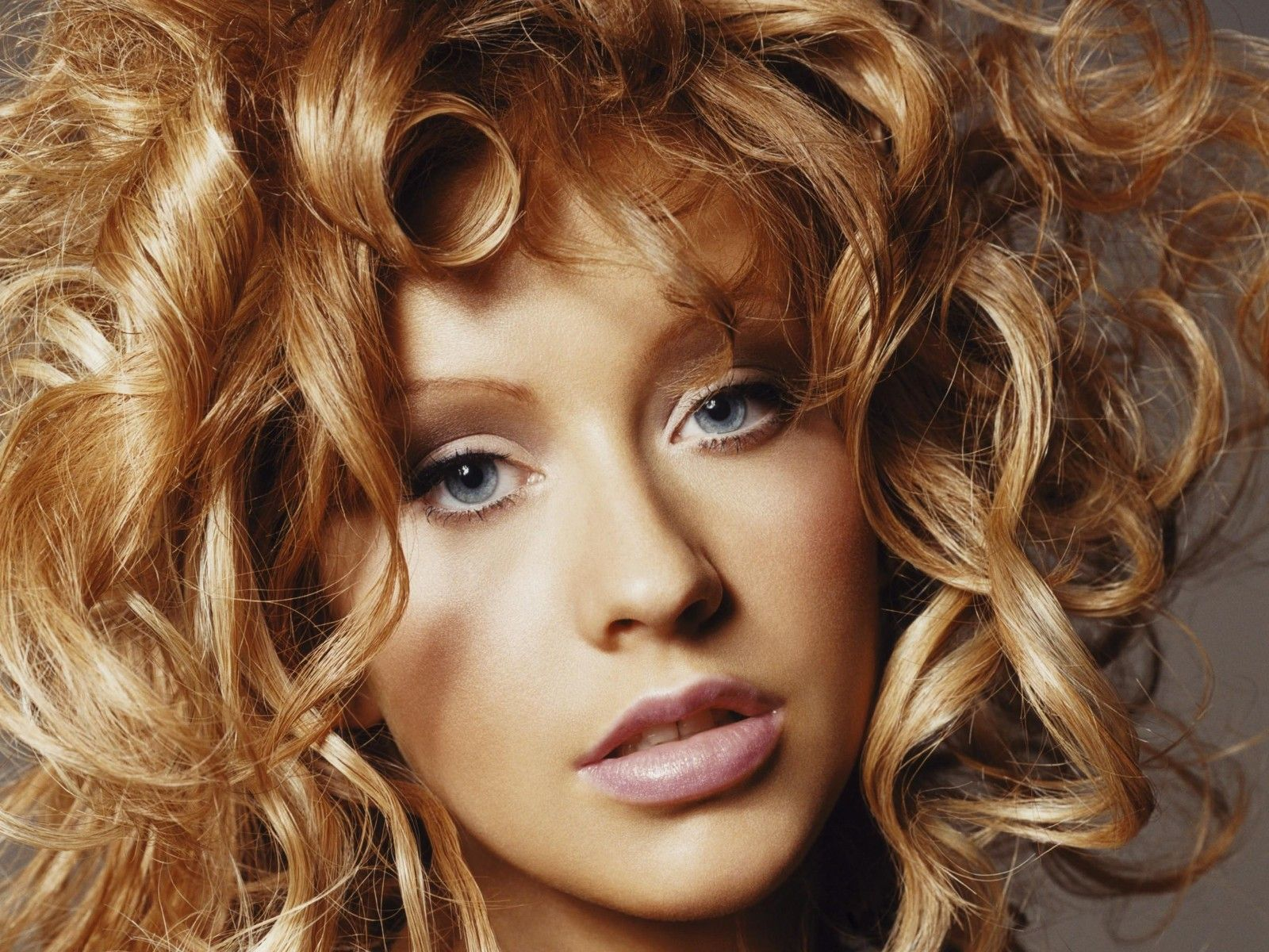 ... quality Christina Aguilera wallpaper / Celebrities Female / 1600x1200