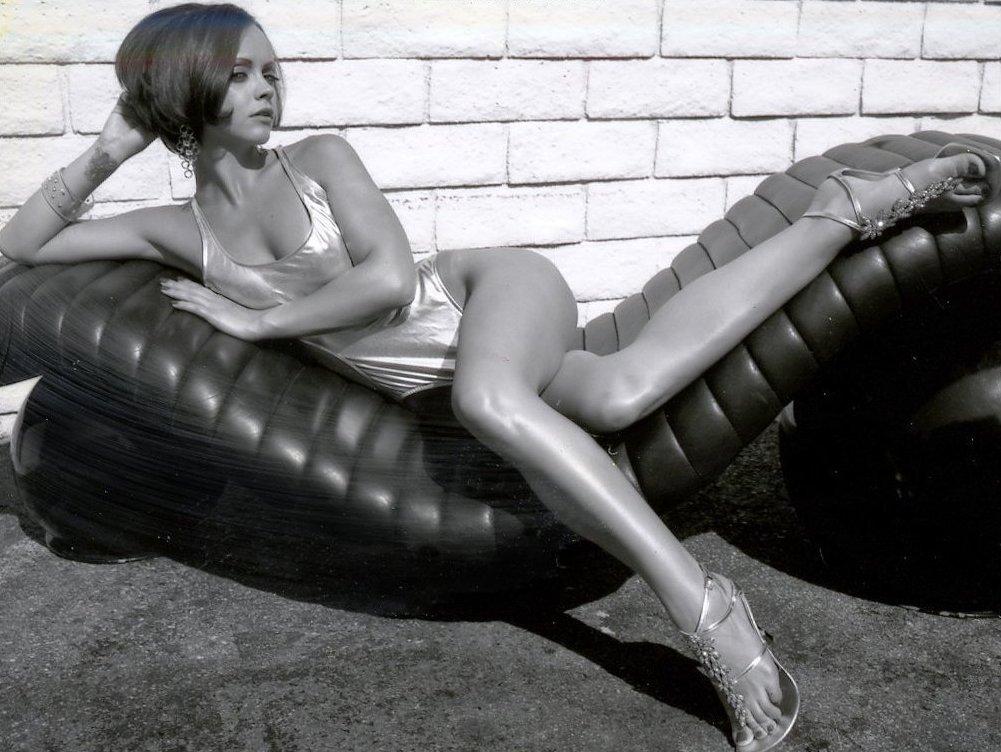 Download Christina Ricci / Celebrities Female wallpaper / 1001x752