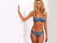 Claudia Schiffer / Celebrities Female
