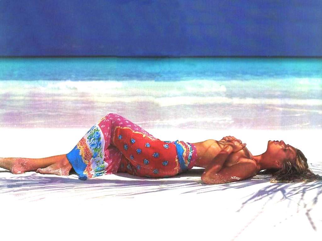 http://www.shareyourwallpaper.com/upload/wallpaper/celebrities-female/daniela-pestova/daniela-pestova_f9a5c373.jpg
