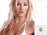 Elisha Cuthbert / Celebrities Female