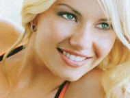 smile / Elisha Cuthbert