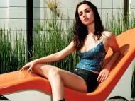 outdoor / Eliza Dushku