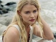 Emilie De Ravin / Celebrities Female