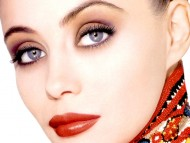 Emmanuelle Beart / Celebrities Female