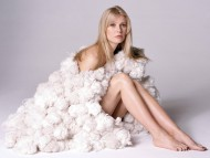 balls of wool / Gwyneth Paltrow