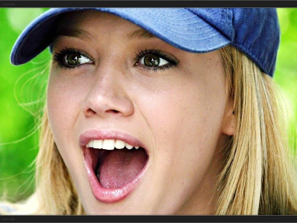 http://www.shareyourwallpaper.com/upload/wallpaper/celebrities-female/hilary-duff/hilary-duff_f2964f6b.jpg