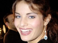 Wide smiling / Isabeli Fontana