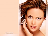 Josie Maran / Celebrities Female
