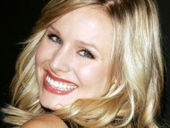 Download smiles / Kristen Bell
