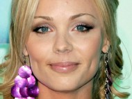 Laura Vandervoort / Celebrities Female