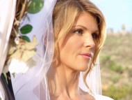 Lori Loughlin / Celebrities Female