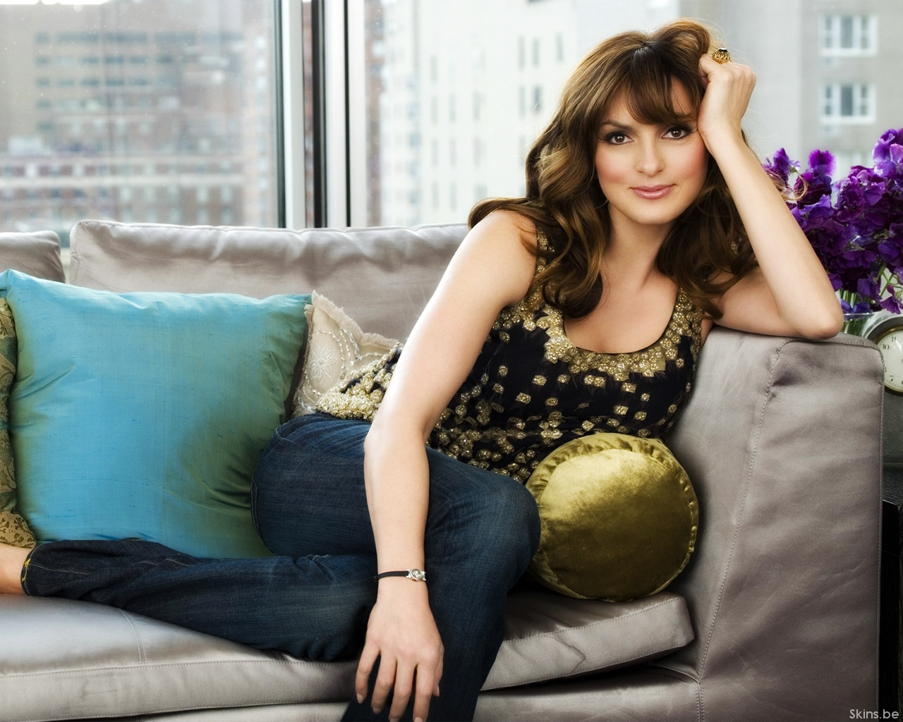 http://www.shareyourwallpaper.com/upload/wallpaper/celebrities-female/mariska-hargitay/mariska-hargitay_aaffb88b.jpg