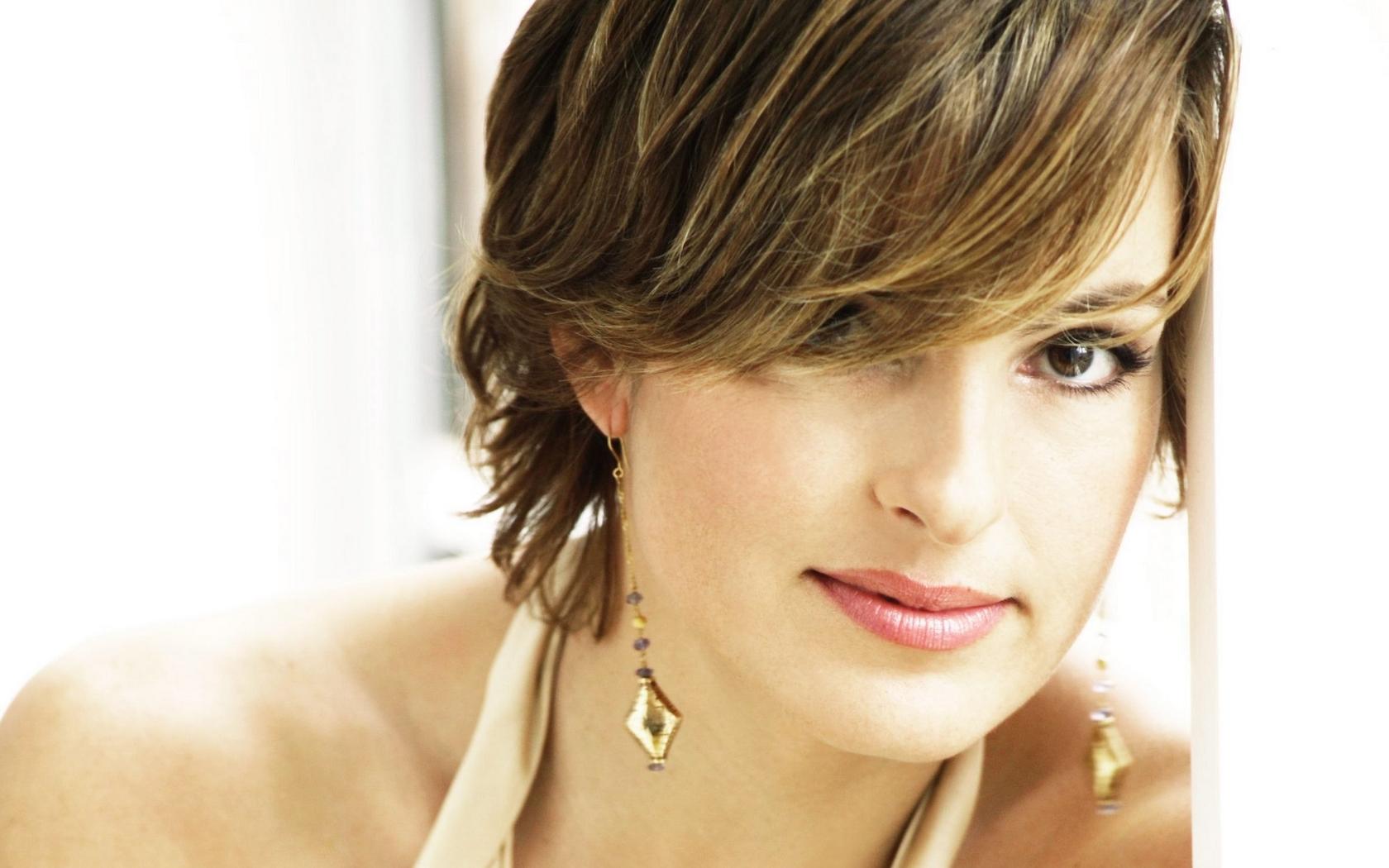 Mariska Hargitay Short Hair