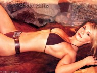 Nicole Hiltz / Celebrities Female