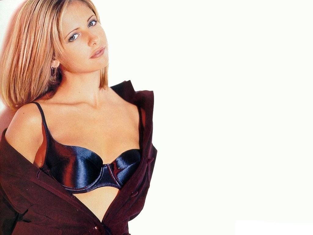 http://www.shareyourwallpaper.com/upload/wallpaper/celebrities-female/sarah-michelle-gellar/sarah-michelle-gellar_5aa825ad.jpg