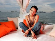 pillow / Shu Qi