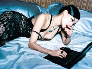laptop / Shu Qi