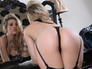 Sophia Knight / Celebrities Female