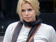 Sophie Monk / Celebrities Female