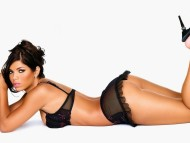 Suelyn Medeiros / Celebrities Female