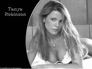 Tanya Robinson / Celebrities Female