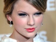 Taylor Swift / Celebrities Female