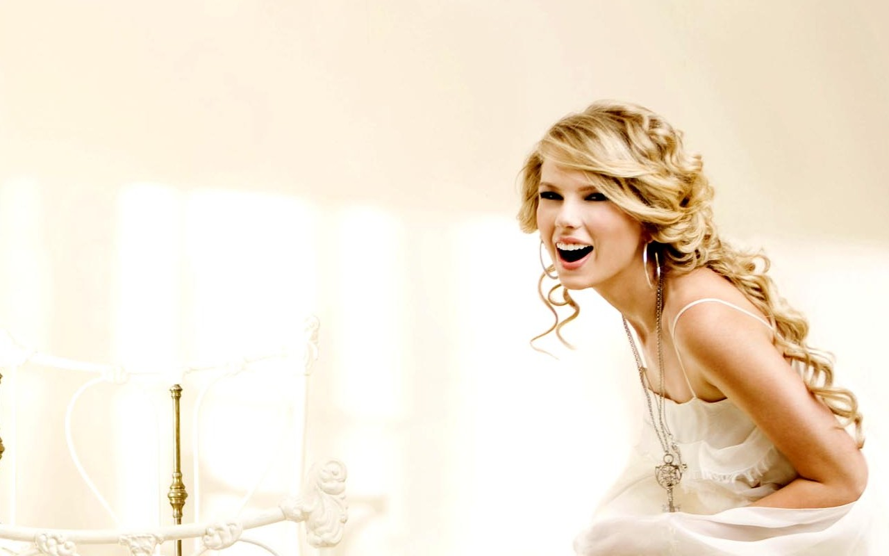 inappropriate celebrity wallpapers taylor swift - photo #11