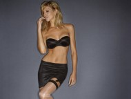 Tricia Helfer / Celebrities Female
