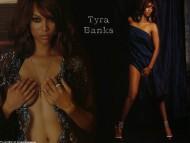 Tyra Banks / Celebrities Female