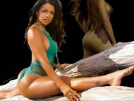 do the splits / Vida Guerra