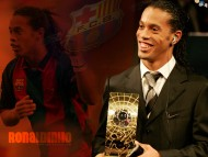 receives prize / Ronaldinho