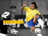 encircles / Ronaldinho