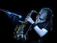 play sax / Vladimir Kuzmin
